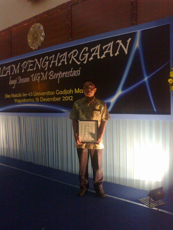 terbaik1 pengelola IT UGM 2012